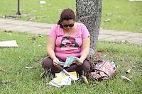 SAO PAULO,SP,05.01.2014 - 2 FASE FUVEST - Alunos chegam ao campos da USP na CIdade Universitaria na manha deste domingo para realiza prova da segunda fase da Fuvest na regiao oeste da cidade de Sao Paulo.(Foto: Vanessa Carvalho / Brazil Photo Press).