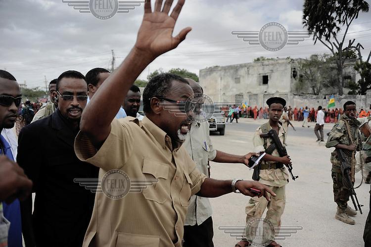 Mogadishu/Somalia 2012 - The Mayor of Mogadishu, Mohammed Noor, is greeted by the residents of Mogadishu during the music festival that he established two years ago.