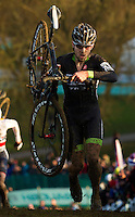 29 NOV 2014 - MILTON KEYNES, GBR - Jeremy Durrin (USA) from the USA drops his bike from his shoulder as he reaches the top of a climb during the men's 2014-2015 UCI Cyclo-Cross World Cup round at Campbell Park in Milton Keynes, Great Britain (PHOTO COPYRIGHT © 2014 NIGEL FARROW, ALL RIGHTS RESERVED)