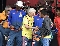 BOGOTA - COLOMBIA, 05-07-2018: Jose PEKERMAN (dando gracias a un niñoñ por sus palabras) técnico y Radamel FALCAO GARCIA y Yerry MINA jugadores de la Selección Colombia de fútbol durante el homenaje recibido hoy, 05 de julio de 2018, después de su participación en la Copa Mundial de la FIFA Rusia 2018. El acto tuvo lugar een el estadio Nemesio Camacho El Campín de la ciudad de Bogotá / Jose PEKERMAN (giving thanks to a child for his words) coach and Radamel FALCAO GARCIA and Yerry MINA players of Colombia national soccer team during the tribute received today, July 5, 2018, after their participation in the FIFA World Cup Russia 2018. The event took place at Nemesio Camacho El Campin stadium in Bogota city. Photo: VizzorImage / Gabriel Aponte / Staff