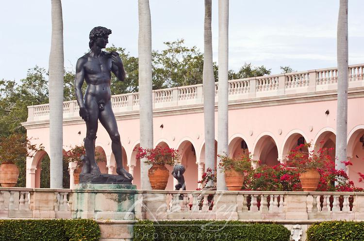 USA, FL, Sarasota, John and Mabel Ringling Museum, Statue of David in Museum Courtyard