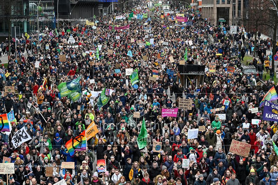 GERMANY, Hamburg city, Fridays for future movement, Save the Climate rally with 30.000 protesters for climate protection / DEUTSCHLAND, Hamburg, Fridays-for future Bewegung, Demo fuer Klimaschutz, 21.2.2020