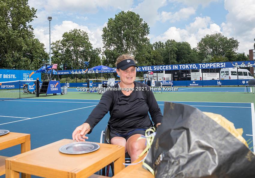 Amstelveen, Netherlands, 7 Augustus, 2021 National Tennis Center, NTC, NKR, National  Wheelchair Tennis Championships, Women's single final : runner up Aniek van Koot (NED) gets her trophy<br /> Photo: Henk Koster/tennisimages.com