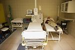 Foto: VidiPhoto..LIPTOVSKI MIKULAS - Erica den Hartog uit Ede in het ziekenhuis van Liptovski Mikulash, vlak bij het skioord Jasna.