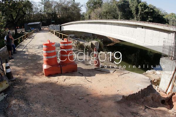 Campinas (SP), 23/08/2021 - Obras da nova ponte sobre o Rio Atibaia, para ligar a Estrada Municipal Dona Isabel Fragoso Ferrão à Rodovia Dom Pedro I (SP-065). Distrito de Joaquim Egidio, proximo a Valinhos.