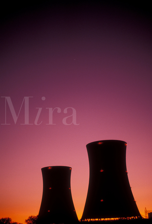 AJ3223, nuclear power, Three Mile Island, cooling tower, nuclear power plant, electricity, Pennsylvania, Silhouettes of 2 of the cooling towers at Three Mile Island Nuclear Power Plant at sunset (dusk, evening) in Middletown in the state of Pennsylvania. Site of the 1979 radioactive nuclear accident.