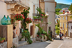 Croatia, Kvarner Gulf, Krk Island, Vrbnik: old town lane | Kroatien, Kvarner Bucht, Insel Krk (zusammen mit Cres die groesste Insel in der Adria), Vrbnik: Altstadtgasse in der Fussgaengerzone