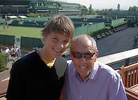 22-06-10, Tennis, England, Wimbledon, Nick Bolletierri en Sem Verbeek