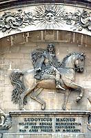 Paris: Hotel des Invalides. Hospital and retirement homes for veterans. Louis XIV statue. Photo '90.