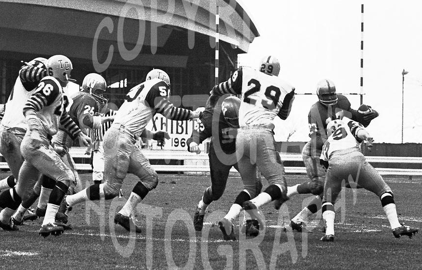 Winnipeg Blue Bombers Hamilton Tiger Cats 1965 Grey Cup. Photo Ted Grant