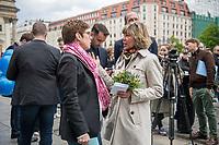 """#EuropaDemo von """"Pulse of Europe"""" am Sonntag den 5. Mai 2019 auf dem Berliner Gendarmenmarkt.<br /> Als Redenerin war u.a. Annegret Kramp-Karrenbauer, Bundesvorsitzende der CDU (links im Bild), eingeladen.<br /> Rechts: Daniela Schadt, Journalistin und ehemalige First Lady.<br /> 5.5.2019, Berlin<br /> Copyright: Christian-Ditsch.de<br /> [Inhaltsveraendernde Manipulation des Fotos nur nach ausdruecklicher Genehmigung des Fotografen. Vereinbarungen ueber Abtretung von Persoenlichkeitsrechten/Model Release der abgebildeten Person/Personen liegen nicht vor. NO MODEL RELEASE! Nur fuer Redaktionelle Zwecke. Don't publish without copyright Christian-Ditsch.de, Veroeffentlichung nur mit Fotografennennung, sowie gegen Honorar, MwSt. und Beleg. Konto: I N G - D i B a, IBAN DE58500105175400192269, BIC INGDDEFFXXX, Kontakt: post@christian-ditsch.de<br /> Bei der Bearbeitung der Dateiinformationen darf die Urheberkennzeichnung in den EXIF- und  IPTC-Daten nicht entfernt werden, diese sind in digitalen Medien nach §95c UrhG rechtlich geschuetzt. Der Urhebervermerk wird gemaess §13 UrhG verlangt.]"""