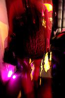 Gjenster ankommer en nattklubb. Stig Gaustad og Morten Haukeland fra Sentrum Politistasjons etteretningsavdeling følger med på utelivet i Oslo sentrum. . (Foto:Fredrik Naumann/Felix Features)