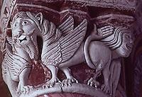 Europe/France/Poitou-Charentes/86/Vienne/Chauvigny: Eglise Saint-Pierre- Chapiteau du choeur: Lions affrontés