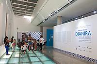 Estudantes na exposiçao da pintora e artista Djanira no Centro Cultural Correios. Sao Paulo. 2016. Foto de Marcia Minillo.
