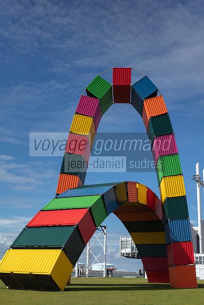 Europe/France/Normandie/76/Seine Maritime/   Le Havre :  L a catène de containeurs (l'arche de conteneurs) au bout de la rue de Paris. Certains n'hésitent pas à l'appeller la tour Eiffel havraise. Catène de Conteneurs, Œuvre de Vincent Ganivet <br /> //  Europe/France/Normandy/76/Seine Maritime/ Le Havre : <br /> the container caten (the container arch) at the end of the rue de Paris. Some people do not hesitate to call it the Le Havre Eiffel Tower. Catène de Containers, Work by Vincent Ganivet