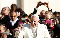 Papa Francesco saluta i fedeli al suo arrivo all'udienza generale del mercoledi' in Piazza San Pietro, Citta' del Vaticano, 17 dicembre 2014.<br /> Pope Francis waves to faithful as he arrives for his weekly general audience in St. Peter's Square at the Vatican, 17 December 2014.<br /> UPDATE IMAGES PRESS/Riccardo De Luca<br /> <br /> STRICTLY ONLY FOR EDITORIAL USE