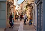 Frankreich, Provence-Alpes-Côte d'Azur, Saint-Tropez: Altstadtgasse   France, Provence-Alpes-Côte d'Azur, Saint-Tropez: old town lane