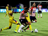 BARRANQUILLA-COLOMBIA, 07-10-2020: Miguel Angel Borja de Atletico Junior y Ederson Moreno, Mairon Quiñones de Deportivo Pasto disputan el balon, durante partido entre Atletico Junior y Deportivo Pasto, de la fecha 12 por la Liga BetPlay DIMAYOR 2020-I jugado en el estadio Romelio Martinez de la ciudad de Barranquilla. / Miguel Angel Borja of Atletico Junior and Ederson Moreno, Mairon Quiñones of Deportivo Pasto battle for the ball, during a match between Atletico Junior and Deportivo Pasto of the 12th date for the BetPlay DIMAYOR Leguaje 2020-I played at the Romelio Martinez Stadium in Barranquilla city. / Photo: VizzorImage / Jairo Cassiani / Cont.