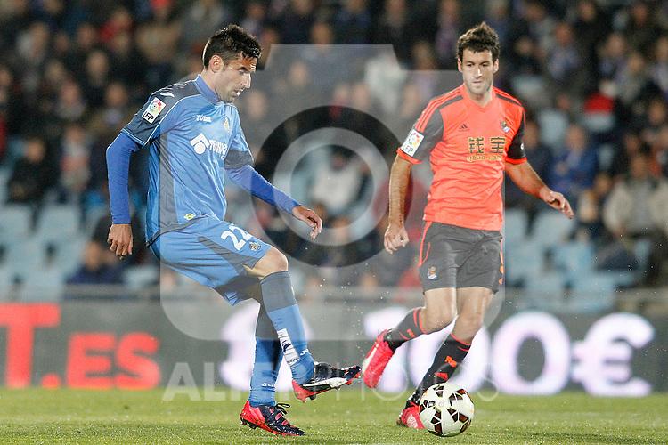 Getafe's  Juan Rodriguez (l) and Real Sociedad's Imanol Agirretxe during La Liga match.March 16,2015. (ALTERPHOTOS/Acero)