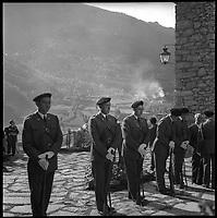 Andorre. 23-24 Octobre 1967. Vue d'une rangée de militaires pour la venue du Général De Gaulle.