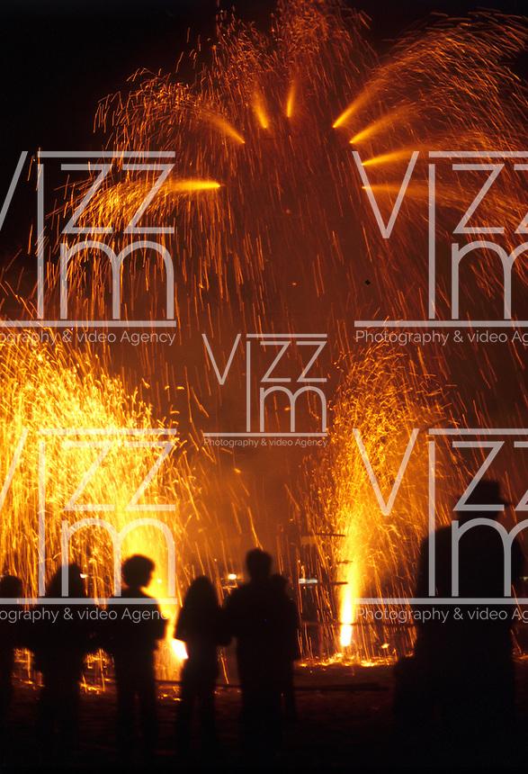 BOGOTA COLOMBIA. Fuegos pirotécnicos para celebrar la llegada del nuevo año. Fireworks to celebrate the arrival of the new year (Photo: VizzorImage/Luis Ramirez).