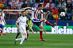 Atletico de Madrid's Diego Godin and Real Madrid´s Karim Benzema during quarterfinal first leg Champions League soccer match at Vicente Calderon stadium in Madrid, Spain. April 14, 2015. (ALTERPHOTOS/Victor Blanco)