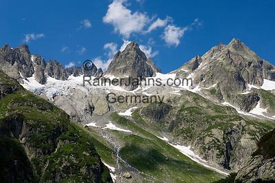 Switzerland, Canton Uri, at Sustenpass Road - border between cantone Bern + Uri - Fuenffingerstock mountains with peaks Sustenhochspitz, Wendenhorn und Wasenhorn (f.l.t.r.)