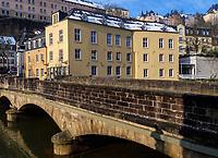 Brücke über die Alzette in Grund, Luxemburg-City, Luxemburg, Europa<br /> Bridge, crossing Alzette in Grund, Luxembourg City, Europe, UNESCO Heritage Site