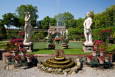 Italy, Tuscany, Lucca: Gardens of Palazzo Pfanner | Italien, Toskana, Lucca: Gaerten des Palazzo Pfanner
