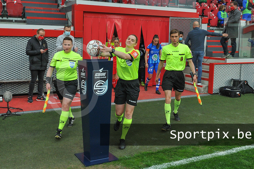 referee Viki De Cremer taking the matchball before a female soccer game between Standard Femina de Liege and AA Gent Ladies on the 6th matchday in play off 1 of the 2020 - 2021 season of Belgian Scooore Womens Super League , tuesday 11 th of May 2021  in Liege , Belgium . PHOTO SPORTPIX.BE | SPP | STIJN AUDOOREN