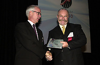 Sept 27 ,  2000 File Photo<br /> Steven de Jaray from AimGlobal Technologies Company Inc (right) receive an award for the company performance at the Fast 50 Gala, Sept 27, 2000 in Montreal, CANADA<br /> Photo by Pierre Roussel, / Liaison<br /> NOTE : RAW D-1 Jpeg