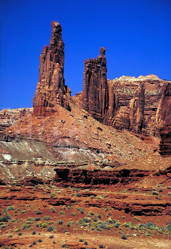 View along the White Rim Trail, Island In The Sky area,  slickrock, southern Utah, colorado plateau, redrock, wilderness, Navajo Sandstone, Kayenta formation, Wingate sandstone formation, Chinle Formation, Moenkopi formation, cliffs. Utah United States Ca
