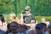 """Auf einer Buergerversammlung mit ca. 500 Teilnehmern im Berliner Plattenbaubezirk Hellersdorf entlud sich am Dienstag den 9. Juli 2013 der blanker Rassismus gegen eine geplante Unterkunft fuer syrische Buergerkriegsfluechlinge. Etwa 2/3 Anwesende aeusserten, es solle """"zuerst was fuer Deutsche getan werden"""", """"das Heim anzuenden"""", """"Wer sein Heimatland verlaesst ist ein Verraeter"""", """"Wer denkt an unsere Kinder"""" und aehnliche Parolen gegen das Fluechtlingsheim. Veranstaltungsteilnehmer, die Verstaendnis fuer die Buergerkriegsfluechtlinge aeusserten, wurden niedergebruellt.<br />Im Bild: Christian Benz, Anti-Antifa-Fotograf der Berliner Neonaziszene.<br />9.7.2013, Berlin<br />Copyright: Christian-Ditsch.de<br />[Inhaltsveraendernde Manipulation des Fotos nur nach ausdruecklicher Genehmigung des Fotografen. Vereinbarungen ueber Abtretung von Persoenlichkeitsrechten/Model Release der abgebildeten Person/Personen liegen nicht vor. NO MODEL RELEASE! Don't publish without copyright Christian-Ditsch.de, Veroeffentlichung nur mit Fotografennennung, sowie gegen Honorar, MwSt. und Beleg. Konto:, I N G - D i B a, IBAN DE58500105175400192269, BIC INGDDEFFXXX, Kontakt: post@christian-ditsch.de<br />Urhebervermerk wird gemaess Paragraph 13 UHG verlangt.]"""
