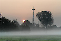 - dawn on the countryside at Milan east outskirts....- alba sui campi alla periferia est di Milano..