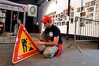 - social center Leoncavallo, ninth edition of the Hiu, international Happening of underground publishing, graphics and comic strips ....- centro sociale Leoncavallo, nona edizione dell' Hiu, Happening internazionale dell'editoria, grafica e fumetti underground