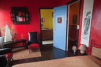 Europe/France/Nord-Pas-de-Calais/59/Nord/ Cassel: Une chambre d'Hôte de la Villa Gourgandine de Stéphane Chombart artiste peintre