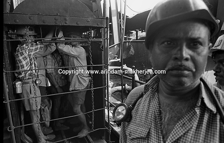Miners going inside a deep mine. Jharkhand, India. Arindam Mukherjee