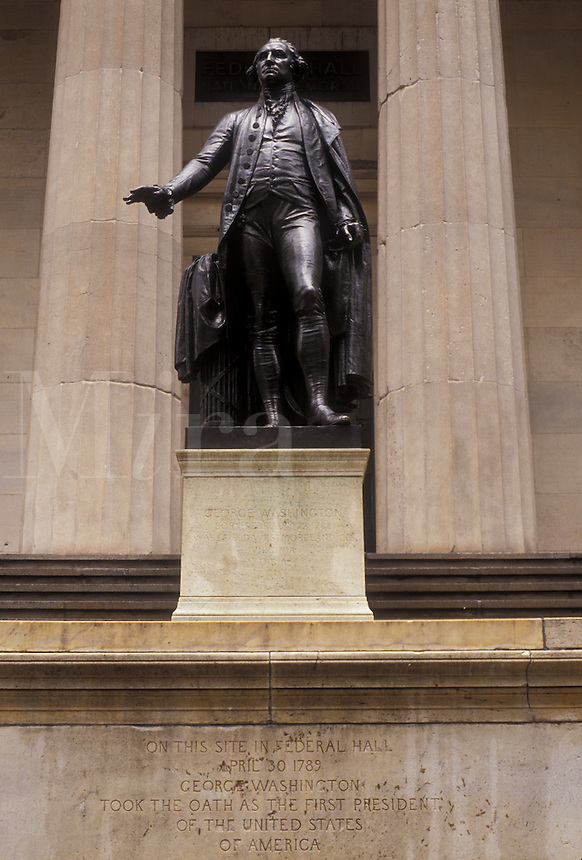 AJ3491, New York City, Wall Street, Federal Hall, Manhattan, New York, NYC, N.Y.C., Statue of George Washington at the entrance of Federal Hall National Memorial in Lower Manhattan in New York City in the state of New York.