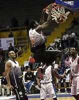 BOGOTA -COLOMBIA, 12 -OCTUBRE-2014. Harold Doby III  (Arriba ) de Piratas  en accion  contra  Cimarrones durante partido por   La Liga  Directv de Baloncesto 2014-II , segundo encuentro de los playoffs en su cuarta version  , Piratas se impuso 87 a 72 a Cimarrones  igualando la serie, partido  jugado en el coliseo El Salitre . / Harold Doby III of Piratas (Up) in actions against   of Cimarrones  during game for The Directv Basketball League 2014-II, second game of the playoffs in its fourth version matching the series, Pirates won  87 to 72 to Cimarrones, played in coliseum El Salitre.Photo:VizzorImage / Felipe Caicedo / Staff