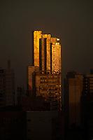 Luzes do amanhecer refletem nos prédios da Cremação.<br /> Belém,Pará, Brasil.<br /> Foto Paulo Santos<br /> 22/05/2015