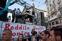 """Milano, Mayday Parade, manifestazione del 1. maggio di gruppi e organizzazioni di sinistra contro il lavoro precario. """"Reddito sociale contro la mafia"""" --- Milan, Mayday Parade, 1st of May manifestation of leftist groups and organizations against temporary work. """"Basic social income against mafia"""""""