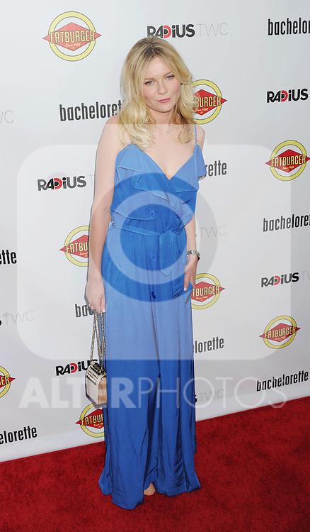 HOLLYWOOD, CA - AUGUST 23: Kirsten Dunst arrives at the Los Angeles premiere of 'Bachelorette' at the Arclight Hollywood on August 23, 2012 in Hollywood, California. /NortePhoto.com.... **CREDITO*OBLIGATORIO** *No*Venta*A*Terceros*..*No*Sale*So*third* ***No*Se*Permite*Hacer Archivo***No*Sale*So*third*