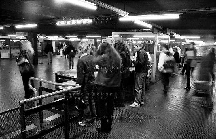 milano, i vecchi tornelli d'ingresso alla metropolitana  in centro --- milan, former entrance turnstiles of the subway in downtown