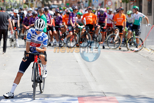 Kenny Elissonde (FRA) Trek-Segafredo wearing the Polka Dot Jersey lines up for the start of Stage 5 of La Vuelta d'Espana 2021, running 184.4km from Tarancón to Albacete, Spain. 18th August 2021.    <br /> Picture: Luis Angel Gomez/Photogomezsport   Cyclefile<br /> <br /> All photos usage must carry mandatory copyright credit (© Cyclefile   Luis Angel Gomez/Photogomezsport)