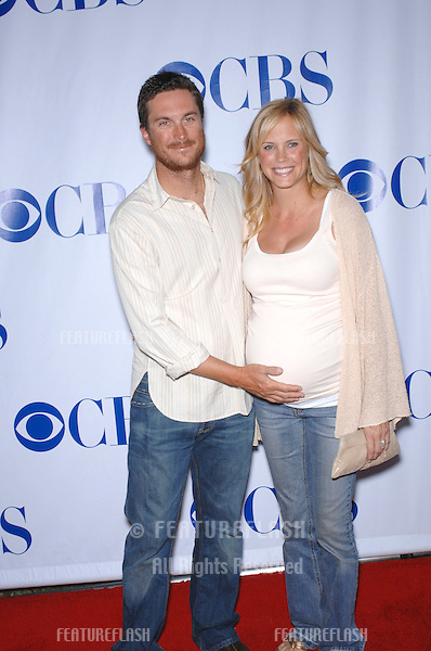 """Rules of Engagement star Oliver Hudson & wife actress Erinn Bartlett at the CBS Summer Press Tour """"Stars Party 2007"""" on the Wadsworth Theatre Great Lawn..July 20, 2007  Los Angeles, CA.Picture: Paul Smith / Featureflash"""