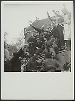Front in North-East Netherlands. Report from Enschede and Hengelo of the battle in those places. The liberators are welcomed Date: April 1, 1945