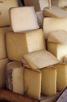 "Europe/Turquie/Istanbul : Marché autour du bazar aux épices ""Misir Carsisi"", fromage de brebis ""Peynir"" // Europe / Turkey / Istanbul: Market around the ""Misir Carsisi"" spice bazaar, ""Peynir"" sheep cheese"