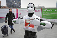 Milano, Novembre 2017 - il robot interattivo Beeg si muove nella città per promuovere un evento organizzato dalla associazione di consumatori Altroconsumo dedicato a nuove tecnologie ed innovazione.<br />