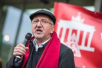 Kundgebung der Gewerkschaft IG-Metall anlaesslich der Metalltarifverhandlungen am 15. November 2017 in Berlin.<br /> In den Tarifverhandlungen fordert die IG Metall sechs Prozent mehr Geld, zeitgemaesse und moderne Arbeitszeitmodelle und 28 Jahre nach der Wiedervereinigung endlich eine Angleichung der laengeren Arbeitszeit im Osten (38-Stundenwoche) an den Westen (35-Stundenwoche).<br /> Mehrere hundert Gewerkschaftler kamen zu der Kundgebung vor dem Verhandlungsort, unter ihnen viele Mitarbeiter von Siemens die den Erhalt ihrer Arbeitsplaetze forderten.<br /> Im Bild: Olivier Höbel, Bezirksleiter der IG-Metall Berlin/Brandenburg und Verhandlungsleiter der Gewerkschaft bei den Tarifverhandlungen.<br /> 15.11.2017, Berlin<br /> Copyright: Christian-Ditsch.de<br /> [Inhaltsveraendernde Manipulation des Fotos nur nach ausdruecklicher Genehmigung des Fotografen. Vereinbarungen ueber Abtretung von Persoenlichkeitsrechten/Model Release der abgebildeten Person/Personen liegen nicht vor. NO MODEL RELEASE! Nur fuer Redaktionelle Zwecke. Don't publish without copyright Christian-Ditsch.de, Veroeffentlichung nur mit Fotografennennung, sowie gegen Honorar, MwSt. und Beleg. Konto: I N G - D i B a, IBAN DE58500105175400192269, BIC INGDDEFFXXX, Kontakt: post@christian-ditsch.de<br /> Bei der Bearbeitung der Dateiinformationen darf die Urheberkennzeichnung in den EXIF- und  IPTC-Daten nicht entfernt werden, diese sind in digitalen Medien nach §95c UrhG rechtlich geschuetzt. Der Urhebervermerk wird gemaess §13 UrhG verlangt.]