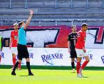 Fussball - 3.Bundesliga - Saison 2020/21<br /> Kaiserslautern -  Fritz-Walter-Stadion 03.04.2021<br /> 1. FC Kaiserslautern (fck)  - FC Halle (hal) 3:1<br /> Wegen Meckerns erhielt Kenny Prince REDONDO (1. FC Kaiserslautern) von Schiedsrichter Michael BACHER die gelb-rote Karte<br /> <br /> Foto © PIX-Sportfotos *** Foto ist honorarpflichtig! *** Auf Anfrage in hoeherer Qualitaet/Aufloesung. Belegexemplar erbeten. Veroeffentlichung ausschliesslich fuer journalistisch-publizistische Zwecke. For editorial use only. DFL regulations prohibit any use of photographs as image sequences and/or quasi-video.